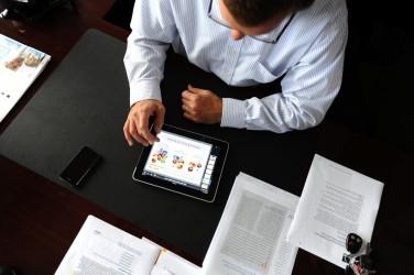 L'Amérique du Nord se trouve en tête dans le marché des Smartphones avec un revenu de 12,50 milliards de dollars.