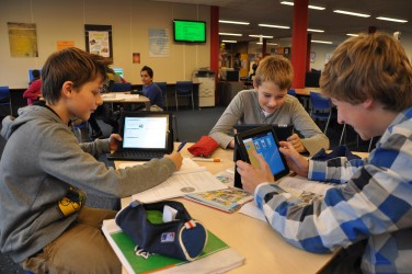 Pour une meilleure gestion d'une classe BYOD, l'élaboration préalable d'un contenu numérique à soumettre aux élèves est nécessaire pour un enseignant.