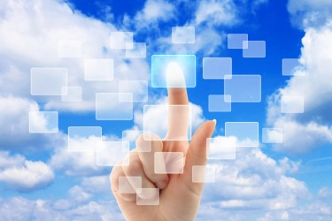 En optant pour les applications cloud, les sociétés se tournent vers un nouveau modèle.